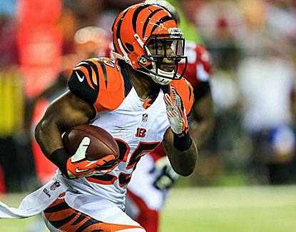 Giovani Bernard gains 28 yards on 10 carries, including a run for a touchdown. He also caught 3 passes. (USATSI)