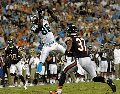 Carolina tight end Brandon Williams makes the grab for 24 yards in the Panthers' win over Chicago. (USATSI)