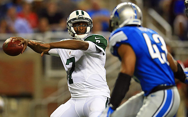 Jets rookie quarterback Geno Smith throws for 47 yards before leaving with an injury. (USATSI)