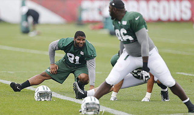 Wilkerson (right) is trying to help rookie Sheldon Richardson (91) become another D-line weapon. (USATSI)