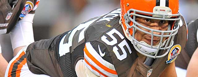 Alex Mack may need a Pro Bowl season to be among the NFL's highest-paid centers. (USATSI)