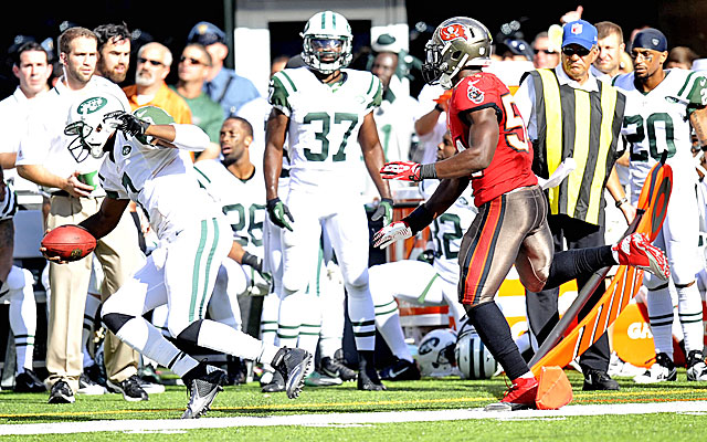 Lavonte David's late hit on Geno Smith led to a game-winning field goal for the Jets. (USATSI)