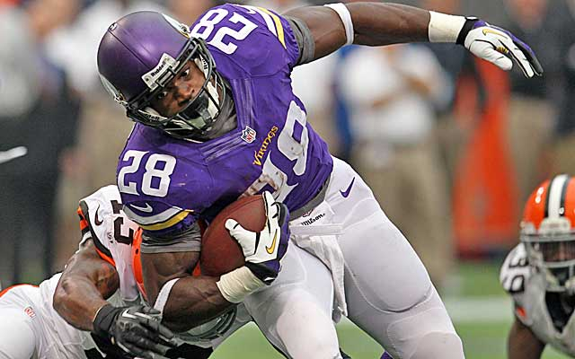 Adrian Peterson isn't finding much room to run in the Vikes' one-dimensional offense. (USATSI)