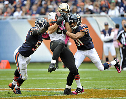 Jimmy Graham notches his fourth straight 100-yard receiving game, matching Tony Gonzalez's NFL record for tight ends. (USATSI)