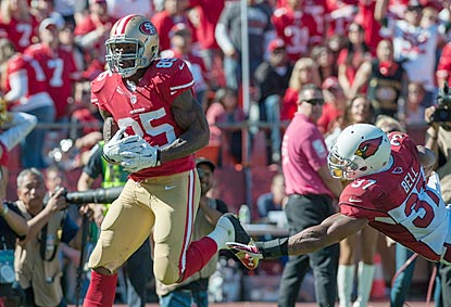 Vernon Davis beats Yeremiah Bell en route to one of the two touchdowns he scores in the second quarter.  (USATSI)