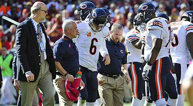 Losing Jay Cutler dampens Chicago spirits and hurts the Bears' Super odds. (USATSI)