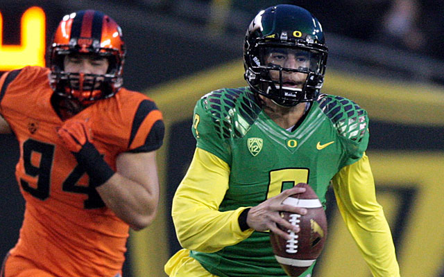 Marcus Mariota seemsd to be running toward the Heisman until two late losses. (USATSI)