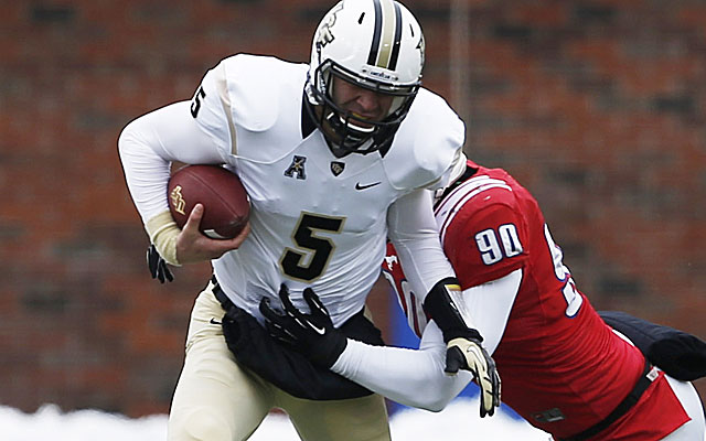 Blake Bortles engineered a UCF comeback in frigid conditions at Dallas. (USATSI)