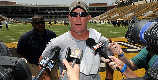 Brett Favre helps Oak Grove to its first-ever Mississippi state crown. (USATSI)