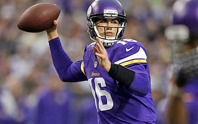 Matt Cassel boosts his stock by leading the banged-up Vikes to a big win over the Eagles.   (USATSI)