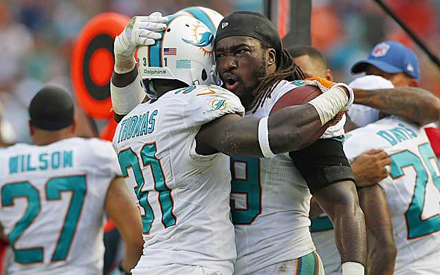 Dolphins LB Dannell Ellerbe hugs Michael Thomas after Thomas' clinching INT of Tom Brady. (USATSI)