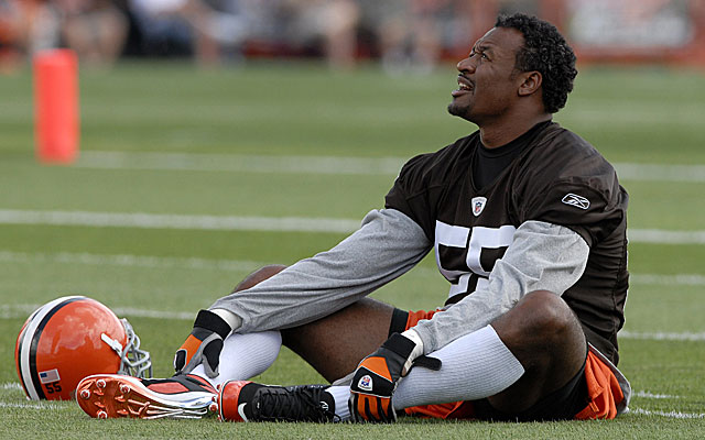 Willie McGinest was not considered a first-round pick in 1994 until his offseason workouts. (Getty)
