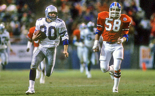 Steve Largent runs away from Broncos linebacker Rob Nairne at Mile High Stadium in 1980. (Getty Images)