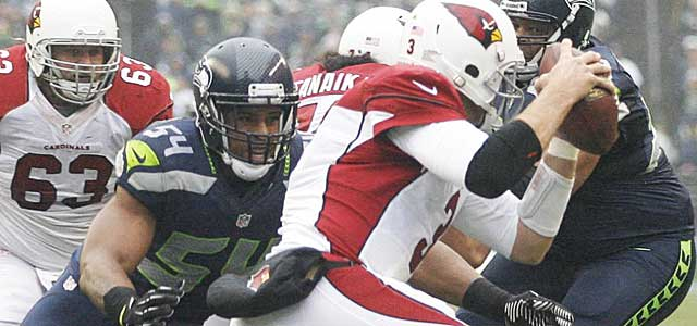 Bobby Wagner closes in on Cardinals quarterback Carson Palmer. (USATSI)