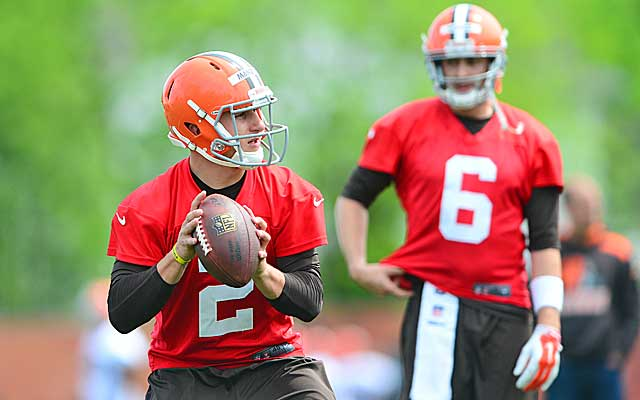 Hoyer says the Browns 'would have been crazy not to' draft a first-round QB like Manziel.      (USATSI)