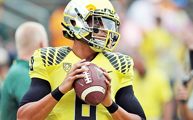 Marcus Mariota may be rewarded for the decision to spend an extra year at Oregon. (USATSI)