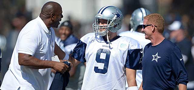 Magic Johnson chats with Tony Romo and Cowboys coach Jason Garrett. (USATSI)