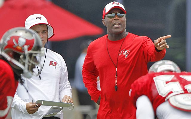Lovie Smith's more-relaxed style changes everything for the Buccaneers. (USATSI)