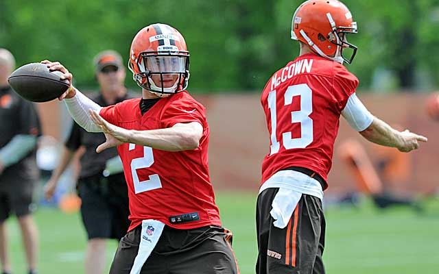 Who starts at QB in Cleveland: Johnny Manziel or Josh McCown? (USATSI)
