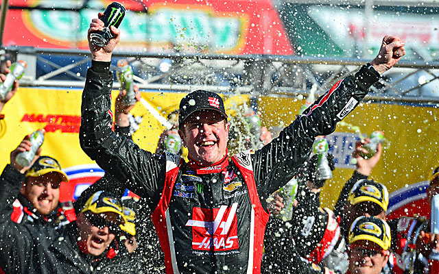 Kurt Busch breaks an 83-race winless streak with a victory at Martinsville Speedway. (USATSI)