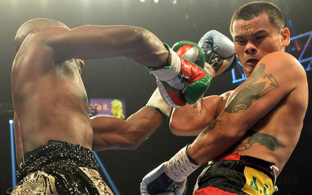Floyd Mayweather has a much easier time handling Marcos Maidana the second time. (USATSI)