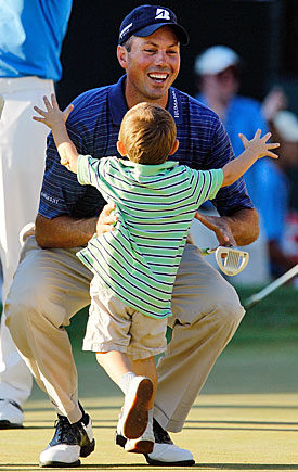 Cameron Kuchar makes it a family celebration, rushing onto the green to greet his victorious dad. (Getty Images)