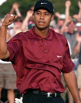 Tiger Woods completed the 'Tiger Slam' at the 2001 Masters ... with Mickelson watching the whole way. (Getty Images)