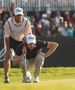 Nick Watney and caddie Chad Reynolds line up a critical 13-foot birdie on the 18th at Doral. (Getty Images)