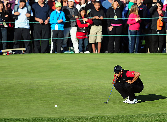 Woods lines up on No. 18 at Sherwood CC, where he sinks a birdie to win the '11 Chevron title. (Getty Images)