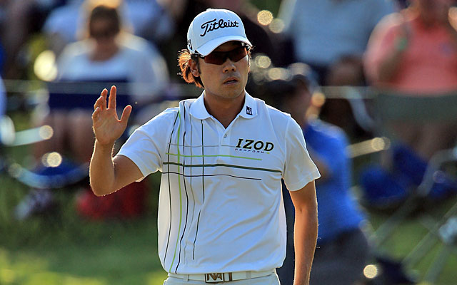 Kevin Na finishes with a birdie at the 18th hole to take the third-round lead at 12 under. (Getty Images)