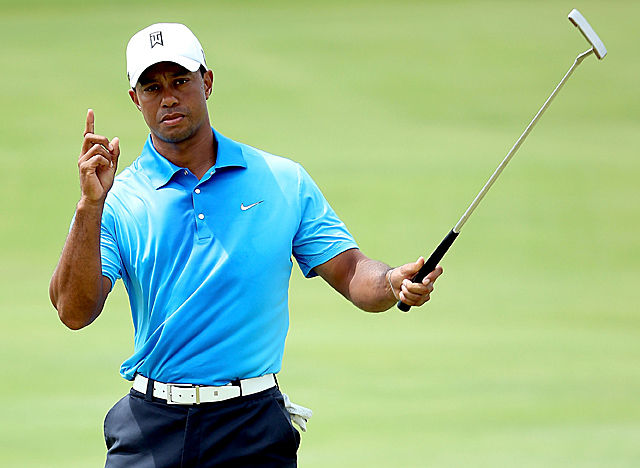 Woods sinks the second of two birdies early in the second round at windy Kiawah Island. (Getty Images)