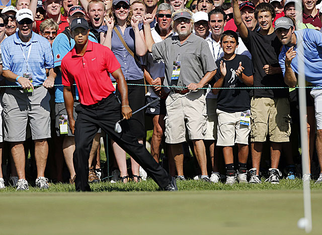 Woods doesn't make this chip in on the fifth hole at TPC Boston, but finishes in third place. (AP)