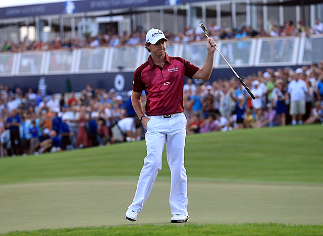 McIlroy acknowledges the gallery after holing a birdie on the par-5 18. (Getty Images)
