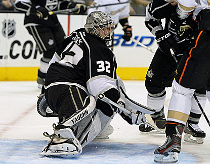 Kings' goalie Jonathan Quick makes one of his 20 saves against the Blue Jackets in Los Angeles' win. (USATSI)