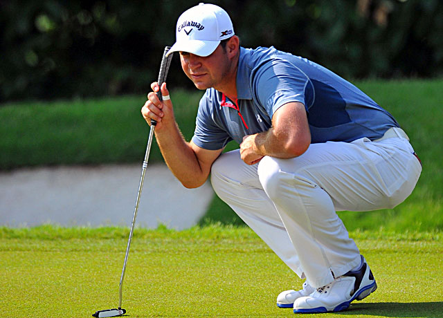 Gary Woodland lines up a putt during the CIMB Classic in Malaysia. (Getty Images)