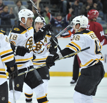 The Bruins' Nathan Horton (left) celebrates after scoring in the second period against the Phoenix Coyotes.  (Getty Images)