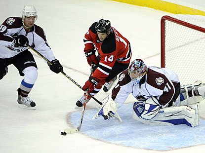 In the only meeting between the Avs and Devils this season, Craig Anderson (41) makes sure his team gets the win. (AP)