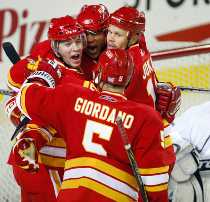 The Flames' Jarome Iginla celebrates his go-ahead goal with his teammates. (AP)