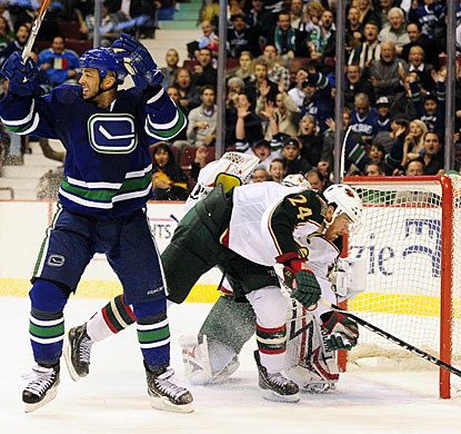 Manny Malhotra scores his first goal in a Canucks uniform, also the first this season. (Getty Images)