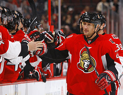 Alex Kovalev scores his goal nine seconds after Erik Karlsson, whose goal was still being announced in the arena. (Getty Images)