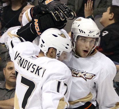 Defenseman Lubomir Visnovsky picks up primary assists on both second-period goals by Bobby Ryan (right). (AP)
