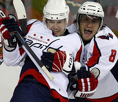 Alexander Ovechkin (right) takes advantage of a power play opportunity to score twice in a 12-second span. (AP)
