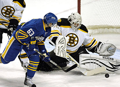 Tim Thomas, who had lost his five previous starts to Buffalo, denies Tyler Ennis a good scoring chance. (AP)
