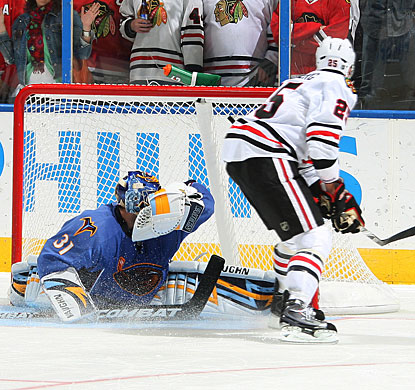 Viktor Stalberg finds a way to put the puck past Ondrej Pavelec for Chicago's winning goal in the shootout. (Getty Images)