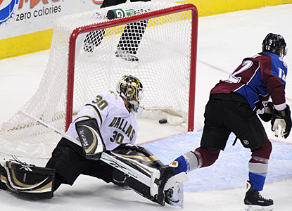 Recalled from the minors on Friday, Kevin Porter makes it count for Colorado with his first two goals. (AP)