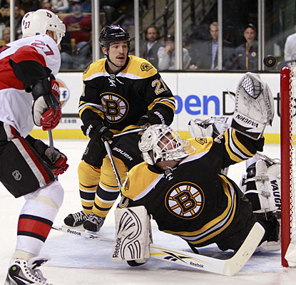 Tim Thomas entered the game unbeaten (8-0) this season, but the Bruins are shut out for the first time this season. (AP)