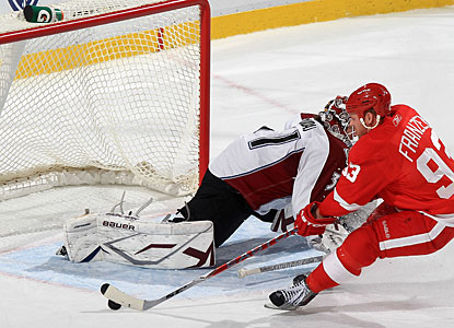 It looks like an easy score for Johan Franzen, but he is unable to slide the puck past a stretched Peter Budaj. (Getty Images)