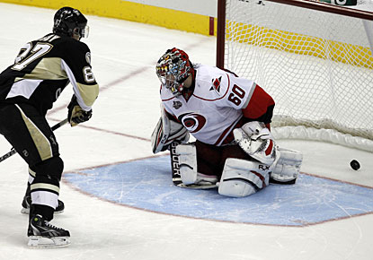 Sidney Crosby reaches the 14-goal mark, which is the most in his career in the first 21 games. (AP)