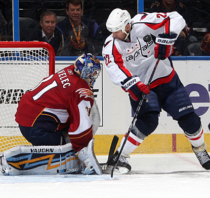 Ondrej Pavelec denies Mike Knuble a point-blank scoring opportunity to earn his third shutout. (Getty Images)