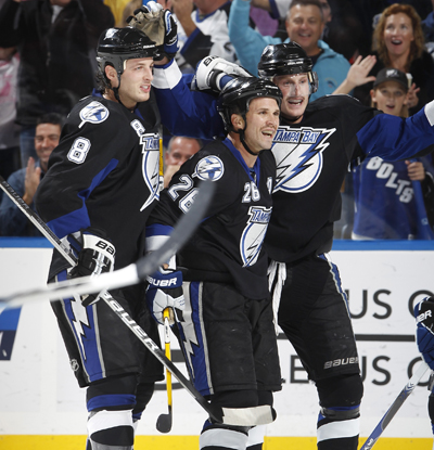 Steven Stamkos (right), who leads the NHL with 20 goals, now has a point in 18 of 21 games. (Getty Images)